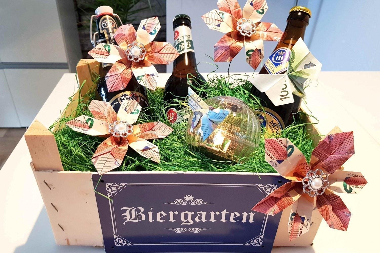 Biergarten Mit Geldblume Als Geschenk Für Bierliebhaber